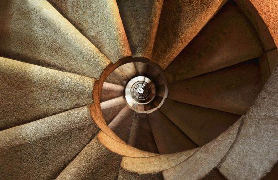 Comprar escalera: qué tipos existen según su diseño