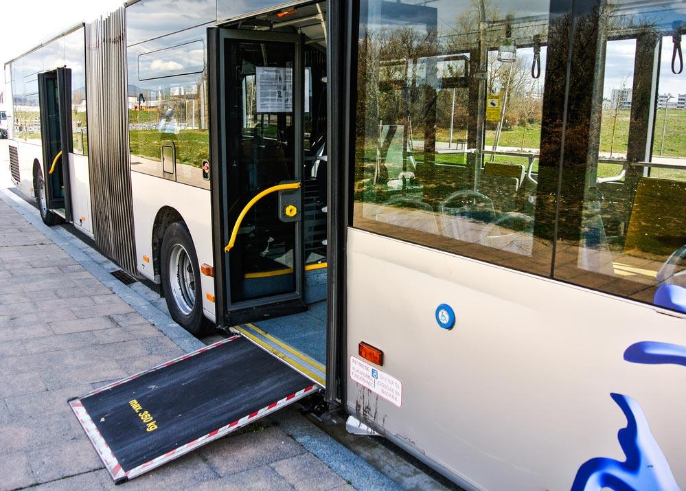 Autobús con rampa