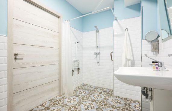 Cuarto de baño adaptado a personas con movilidad reducida