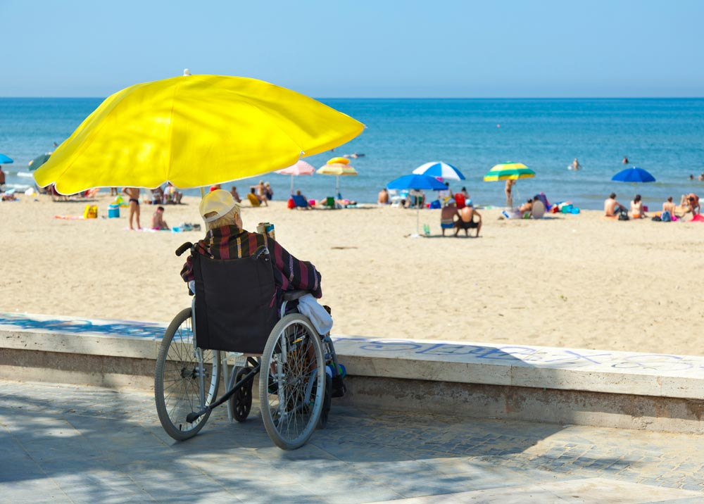 Playa sin acceso para sillas de ruedas