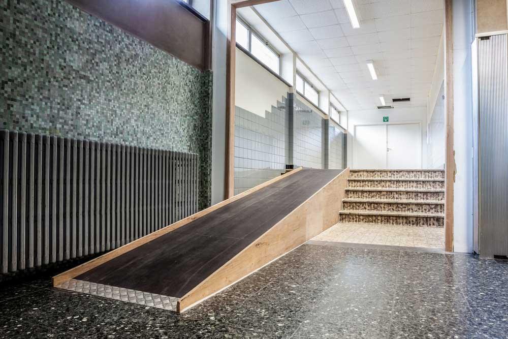 Rampa de acceso interior edificio